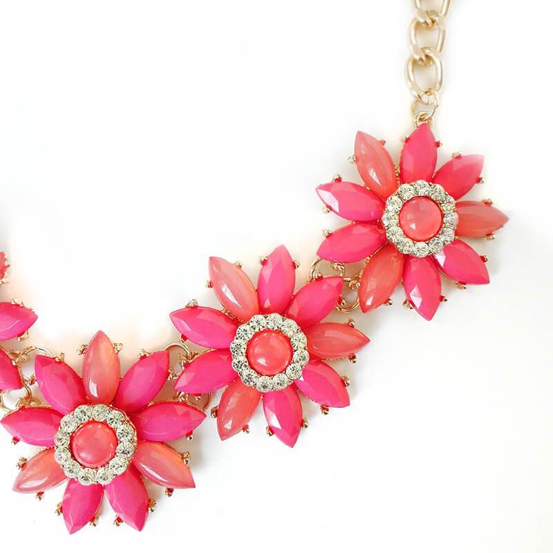 Colier statement auriu cu flori rosii Pow Wow