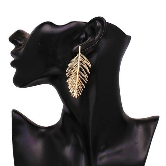 Cercei lungi aurii în formă de frunză de palmier, model Gold Leaf