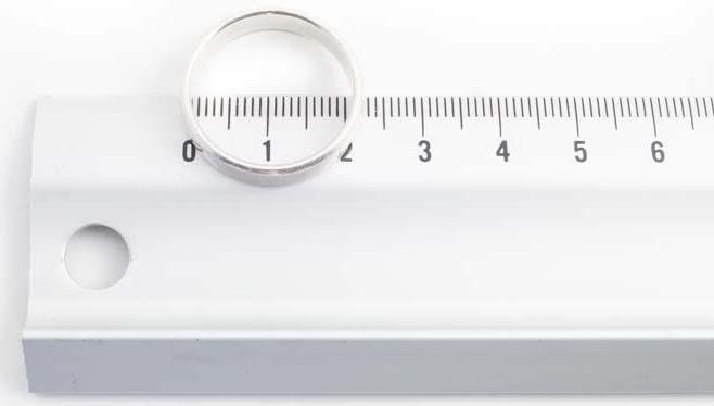 Diametrul interior al inelului măsurat pe riglă